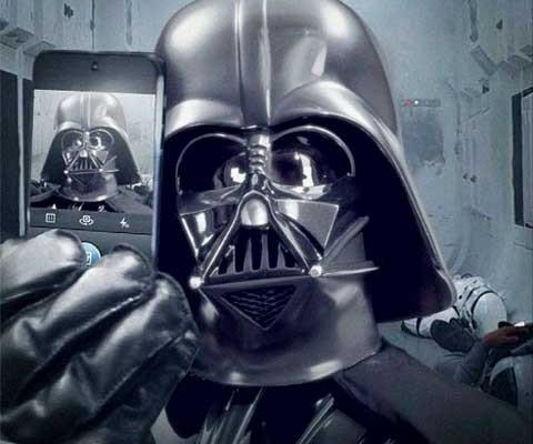 Ver-Darth-Vader-apunta-selfie