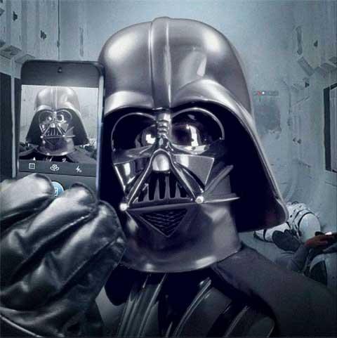 Marcianos Ver-Darth-Vader-apunta-selfie